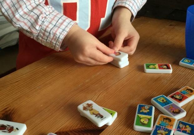 Dominostenen_toren bouwen